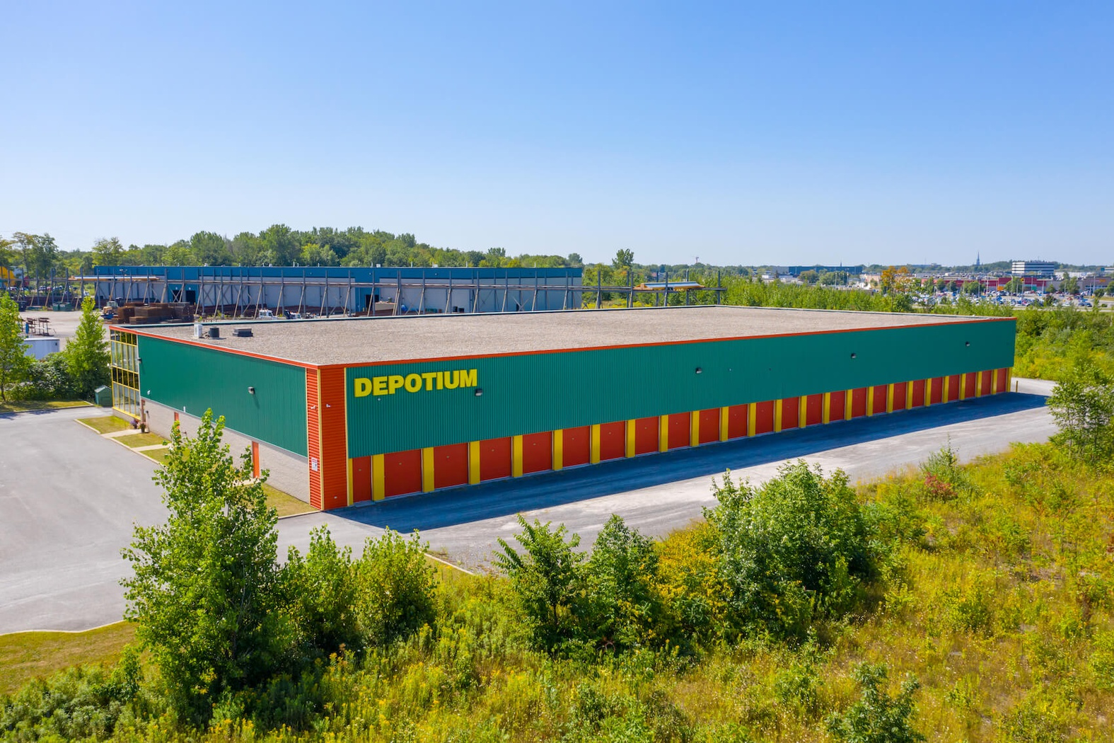 Rent Joliette storage units at 200 Rue des Entreprises. We offer a wide-range of affordable self storage units and your first 4 weeks are free!