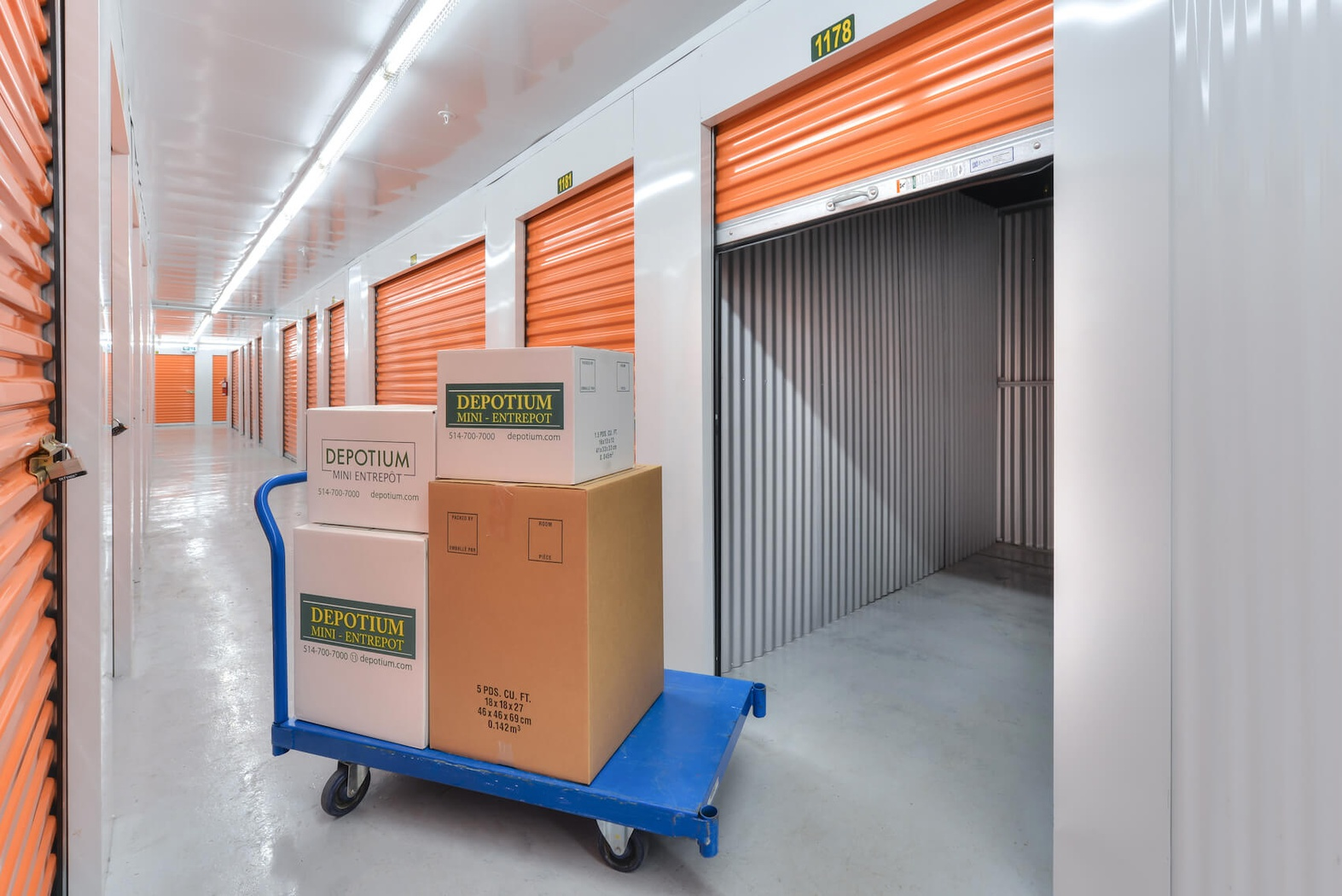 Rent Montreal storage units at 888 Rue Saint-Antoine O. We offer a wide-range of affordable self storage units and your first 4 weeks are free!