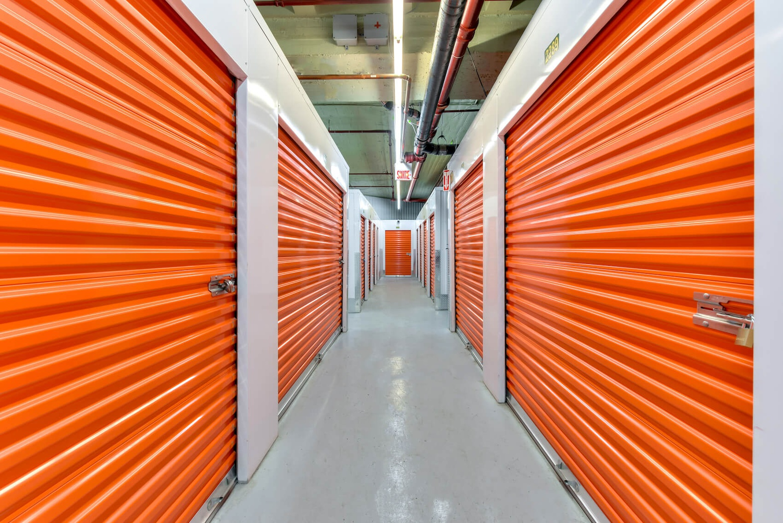 Rent Montreal storage units at 889 Notre-Dame Street West. We offer a wide-range of affordable self storage units and your first 4 weeks are free!
