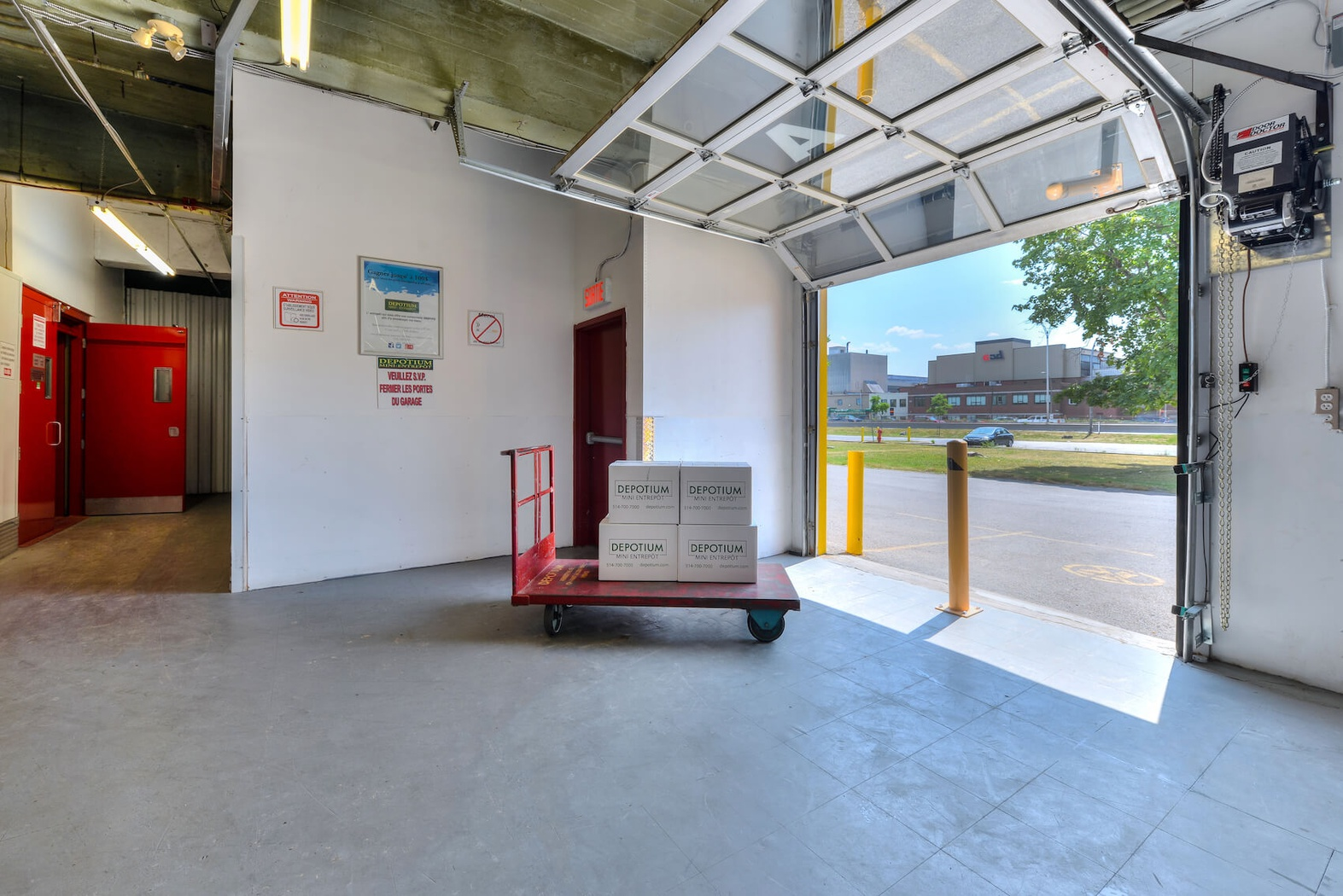 Rent Montreal storage units at 100 Boulevard Montréal-Toronto. We offer a wide-range of affordable self storage units and your first 4 weeks are free!