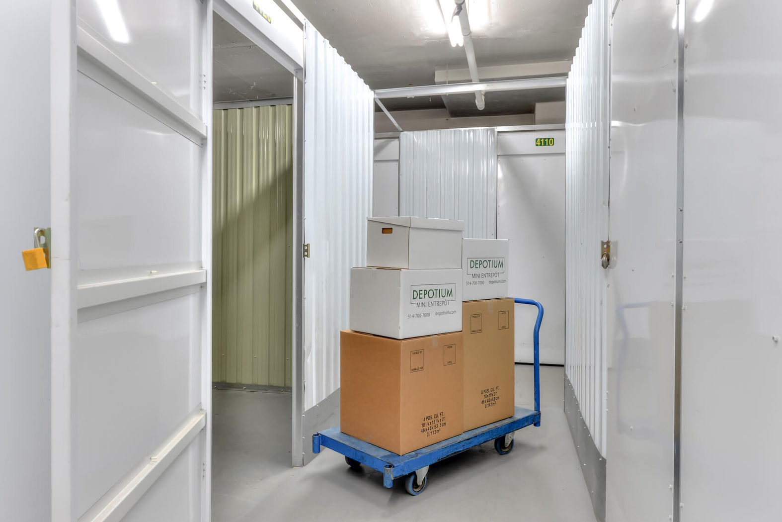 Rent Montreal storage units at 8469 8ième Ave. We offer a wide-range of affordable self storage units and your first 4 weeks are free!
