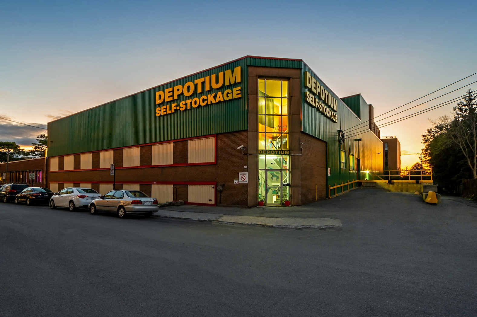 Rent Montreal storage units at 255 de Castelnau O. We offer a wide-range of affordable self storage units and your first 4 weeks are free!