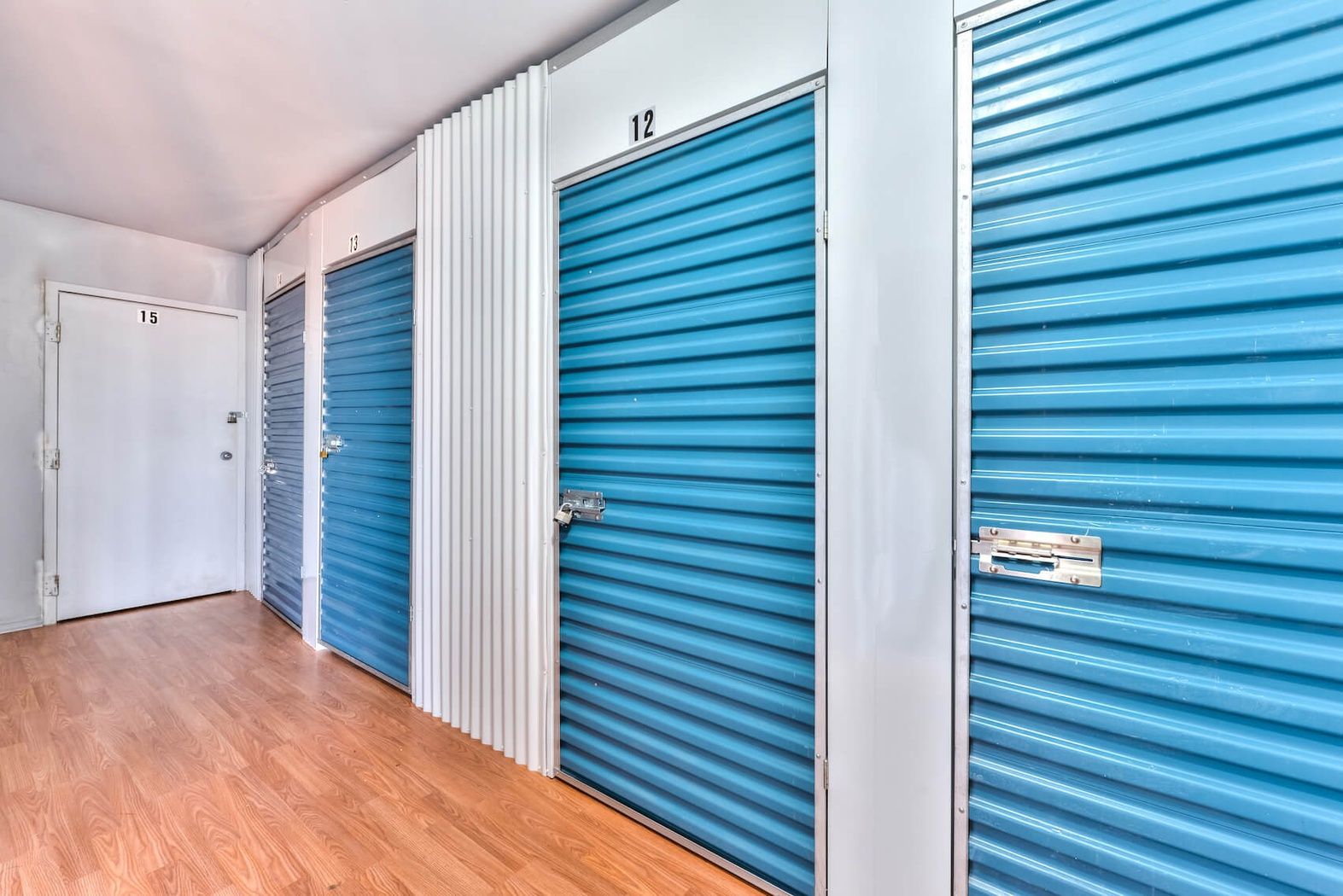 Rent St-Jérôme storage units at 5 Rue John F. Kennedy. We offer a wide-range of affordable self storage units and your first 4 weeks are free!