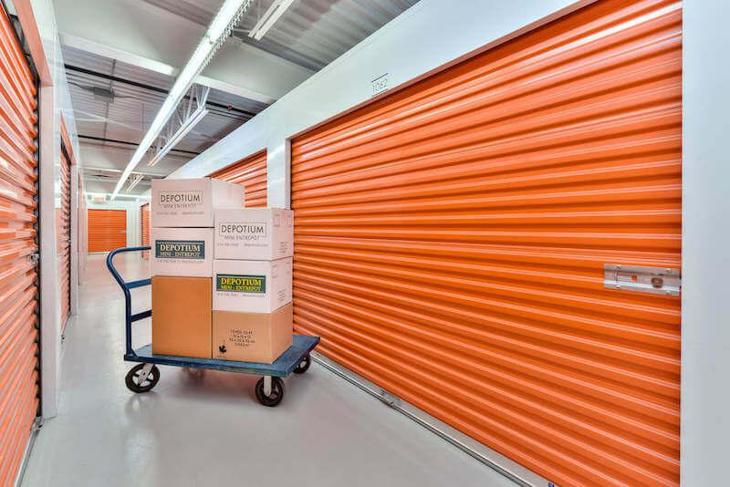 Rent Brossard storage units at 2600 Boulevard Matte. We offer a wide-range of affordable self storage units and your first 4 weeks are free!