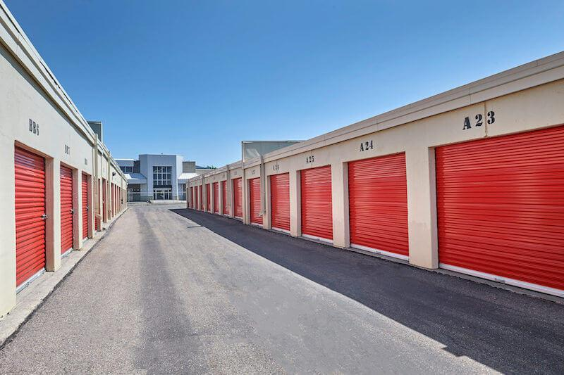 Rent Thornhill storage units at 32 Doncaster Avenue. We offer a wide-range of affordable self storage units and your first 4 weeks are free!
